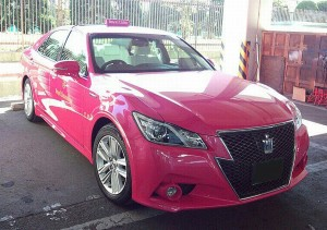 TOYOTA_CROWN_ATHLETE_ReBORN_PINK_TAXI_01